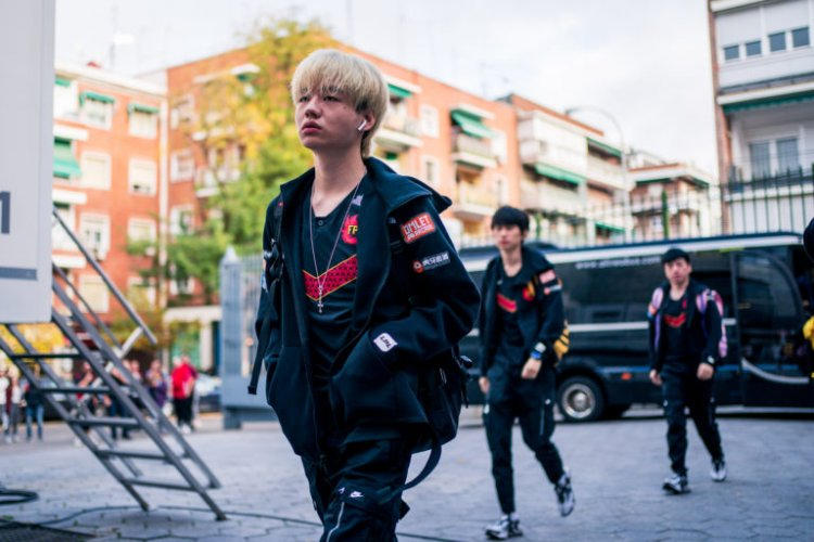 FunPlus Phoenix's Crisp reportedly hospitalized, JingYi will temporarily take his place in upcoming matches