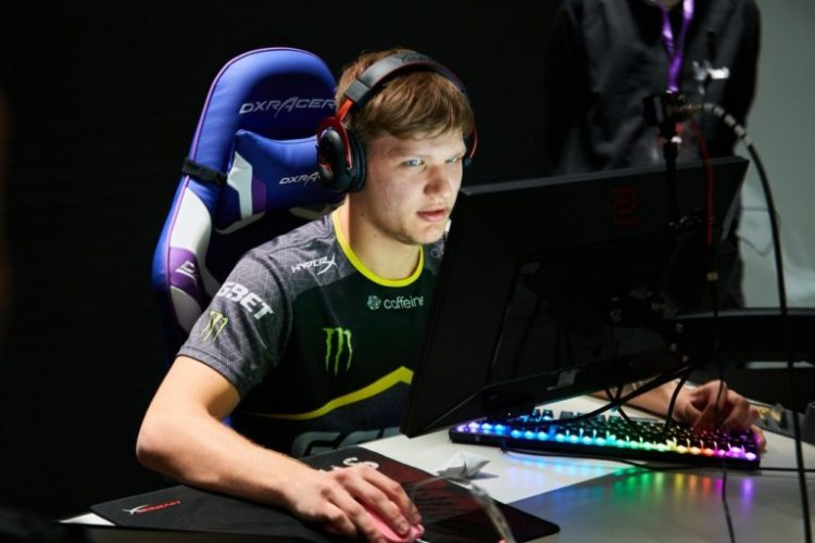 S1mple's settings, crosshair, and viewmodel for CS:GO