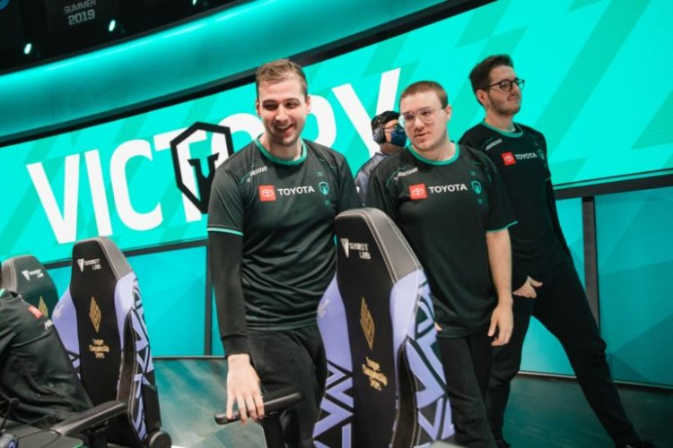 """Immortals introduce Evil Geniuses to the """"League of Draven"""" with victory in week 8 of 2021 LCS Summer Split"""